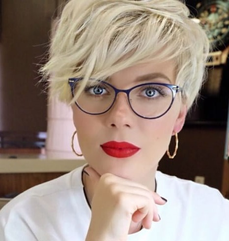 Cute Short Hairstyles For Oval Faces With Glasses3